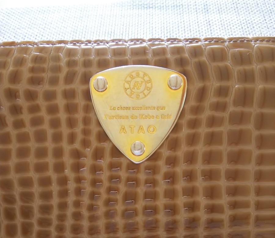 アタオ リモルアン 財布 前面金属プレート写真