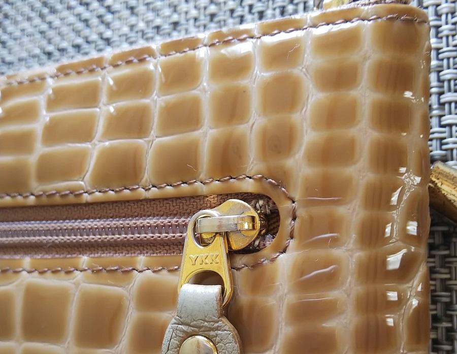 アタオ リモルアン 財布 背面 チャック金具写真