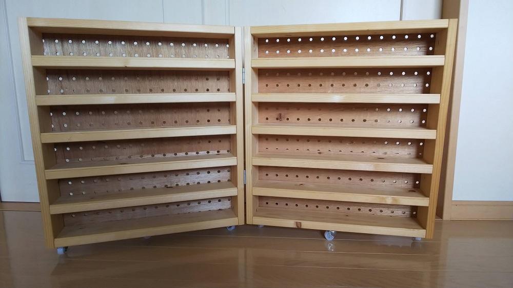 トミカ収納棚 全体の完成写真