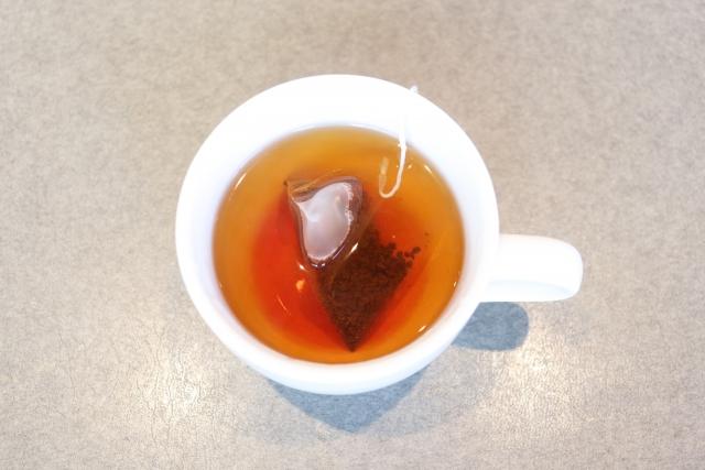 ティーカップに入った紅茶の画像