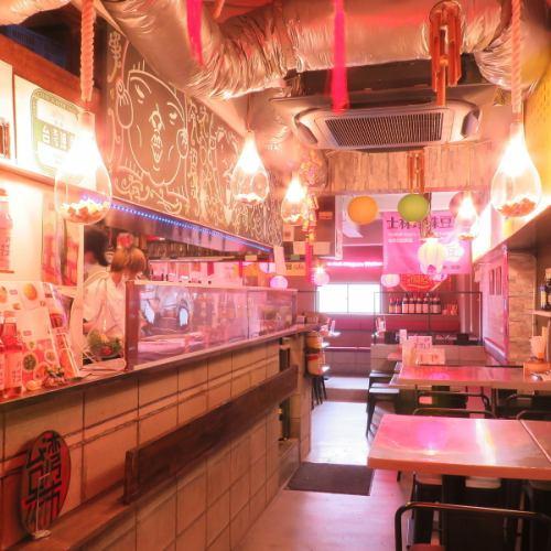台湾まるごと食べ放題 台湾夜市 梅田店の店内の様子の写真